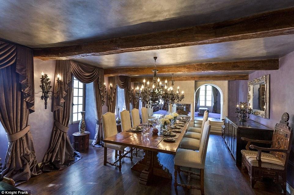 Salle à manger de la villa des Beckham à Bargemon