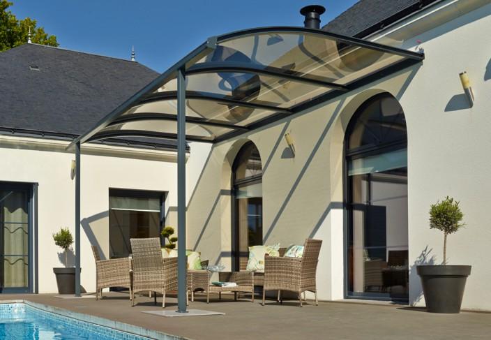Un abri terrasse ou couverture de terrasse pour votre salon de jardin
