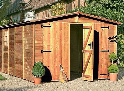 Garage en kit et en bois pour garer la voiture dans le jardin