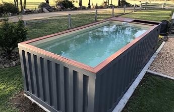 Une piscine au design imbattable : un conteneur maritime comme bassin dans le jardin !