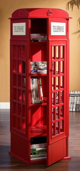 Cabine en forme de bibliothèque et d'étagères