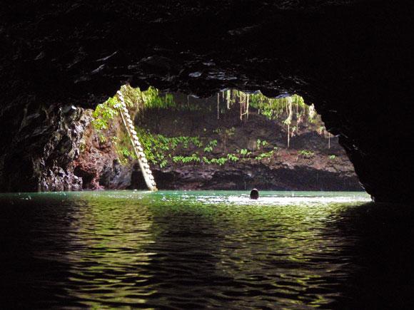 Une profondeur de 30 mètres pour cette piscine naturelle de Lotofaga