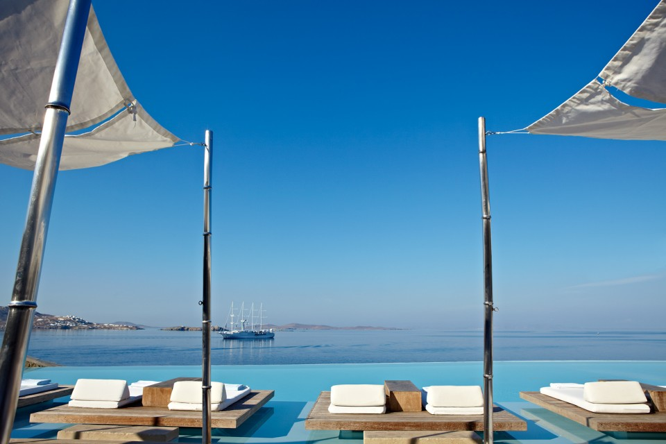 Piscine de l'hotel Cavo Tagoo à Mykonos
