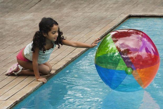 Créer un espace sécurisé à la piscine
