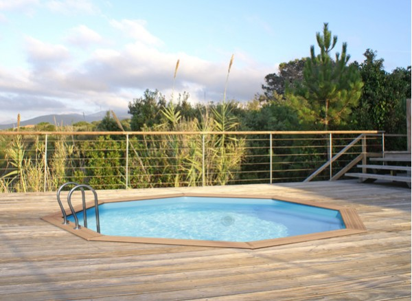L installation d une piscine hors sol ou semi enterr e for Piscine hors sol naturelle